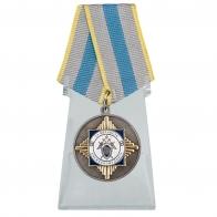 Медаль За верность служебному долгу на подставке