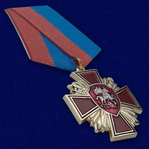 """Медаль """"За веру и службу России"""" в футляре из темно-бордового флока - общий вид"""