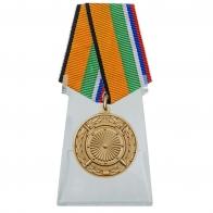 Медаль За вклад в укрепление обороны Российской Федерации на подставке