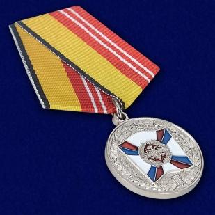 Медаль «За воинскую доблесть» 2 степень - вид под углом