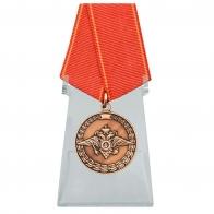 Медаль За воинскую доблесть на подставке