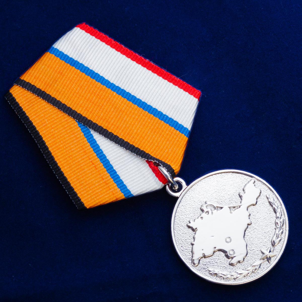 Медаль За возвращение Крыма в футляре с удостоверением - общий вид