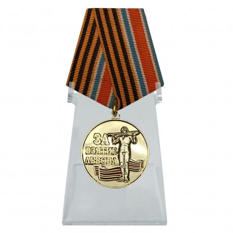 Медаль За взятие Львова на подставке