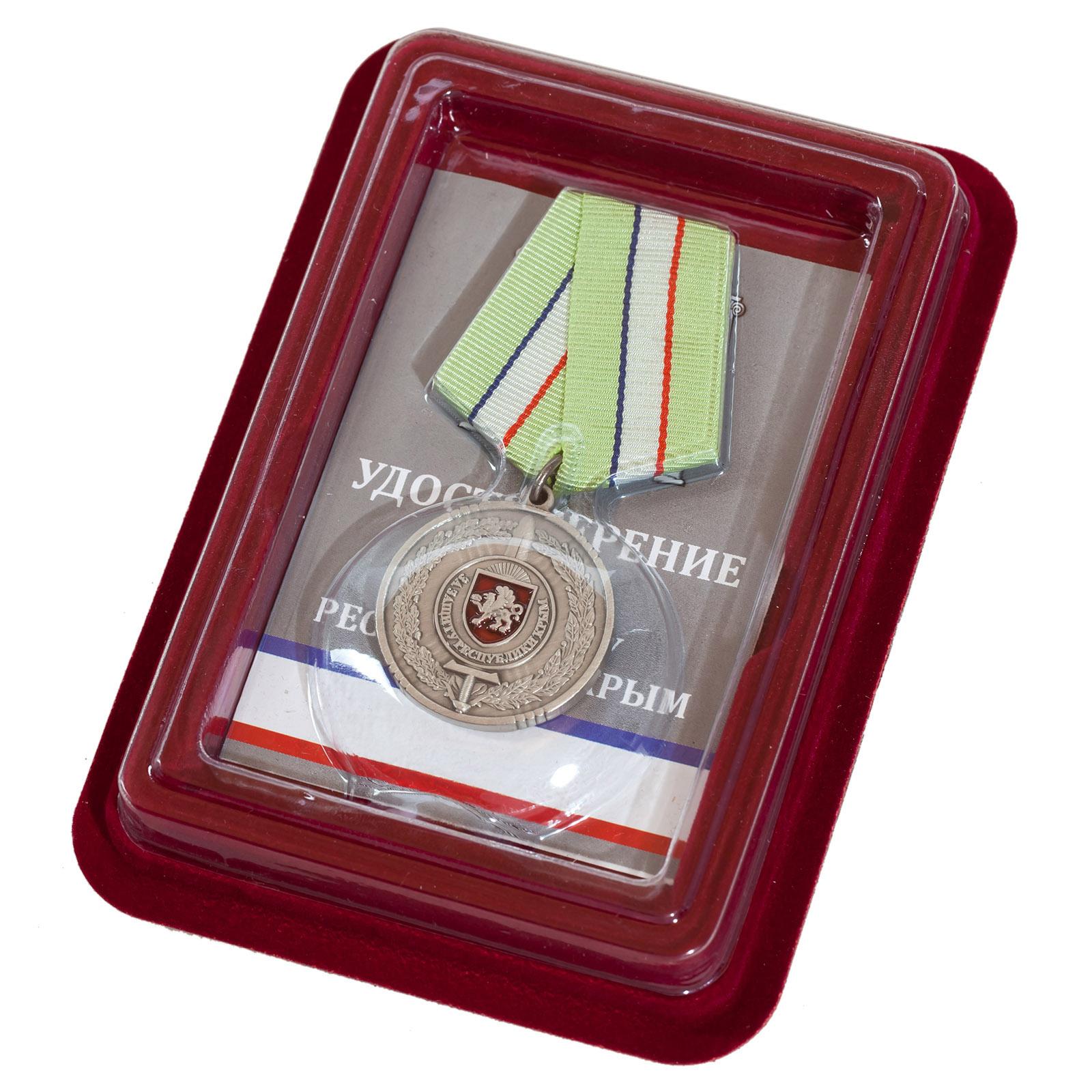 """Медаль """"За защиту Республики Крым"""" в футляре из бархатистого флока с пластиковой крышкой"""