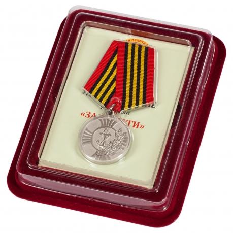 """Медаль """"За заслуги"""" Морская пехота в футляре из флока с прозрачной крышкой"""