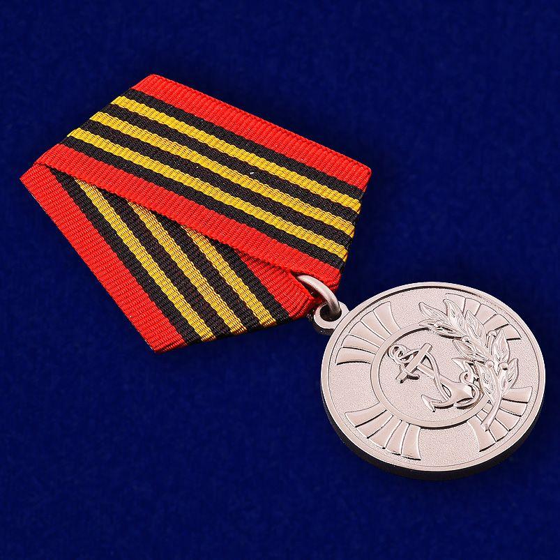 """Медаль """"За заслуги"""" Морская пехота в футляре из флока с прозрачной крышкой - общий вид"""