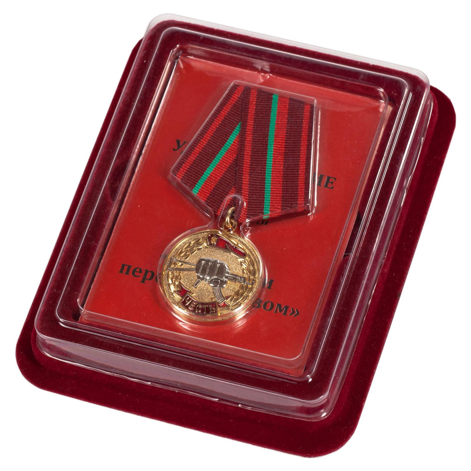"""Медаль """"За заслуги перед спецназом"""" в бархатистом футляре из бордового флока"""