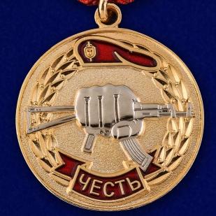 """Заказать медаль """"За заслуги перед спецназом"""" в бархатистом футляре из бордового флока"""