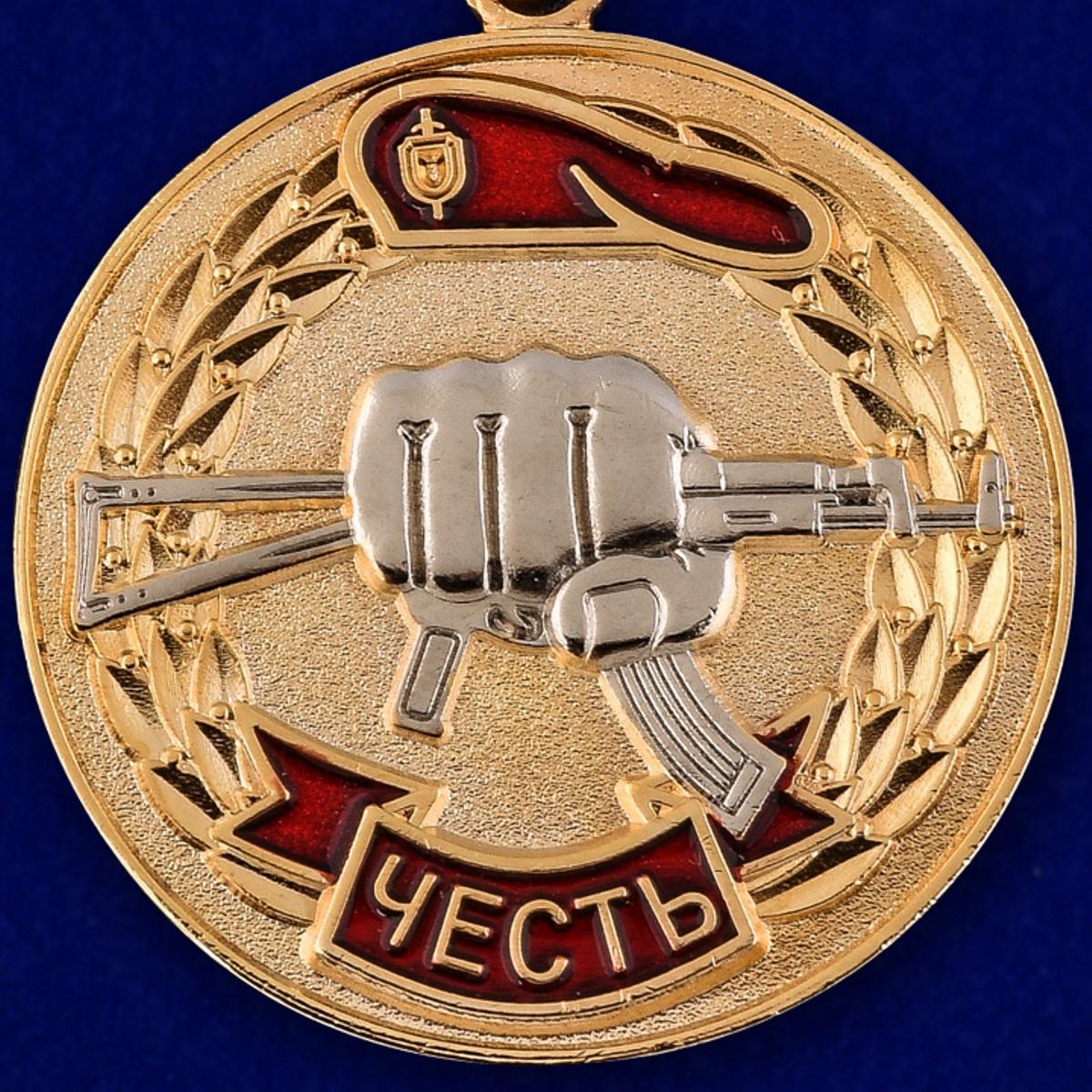 """Медаль """"За заслуги перед спецназом"""" в бархатистом футляре из бордового флока - купить онлайн"""