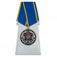 Медаль За заслуги в контрразведке ФСБ РФ на подставке