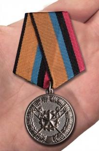 """Медаль """"За заслуги в материально-техническом обеспечении"""" - вид на руке"""