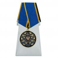 Медаль За заслуги в обеспечении информационной безопасности ФСБ РФ на подставке