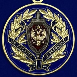 Медаль ФСБ РФ За заслуги в разведке в бархатном футляре - Аверс