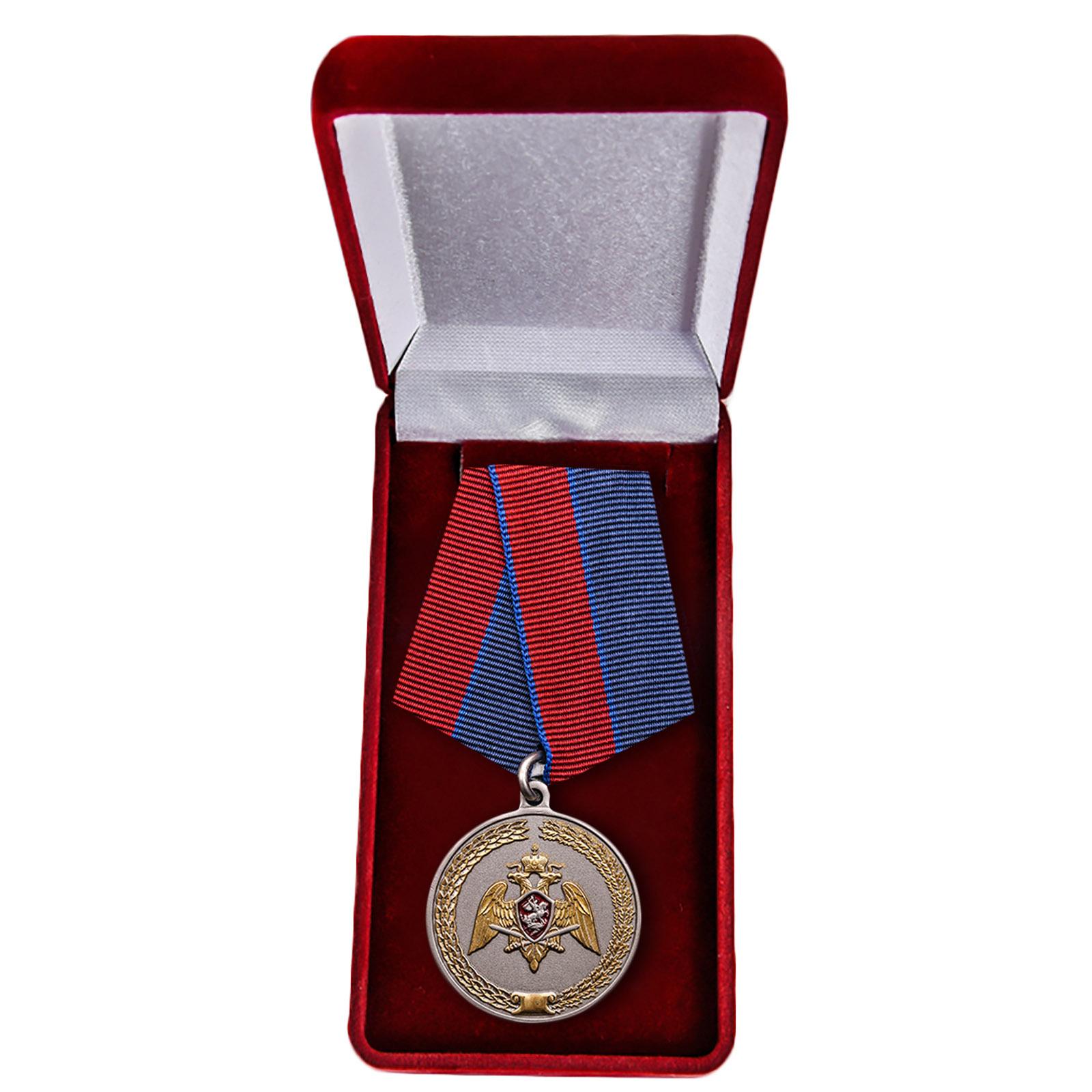 """Медаль """"За заслуги в укреплении правопорядка"""" в футляре"""