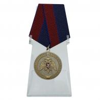 Медаль За заслуги в укреплении правопорядка (Росгвардии) на подставке