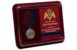 Медаль За заслуги в укреплении правопорядка Росгвардия - в футляре с удостоверением