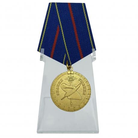 Медаль За заслуги в управленческой деятельности МВД РФ 1 степени на подставке