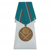 Медаль Защитнику рубежей Отечества на подставке