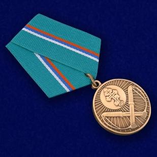 """Медаль """"Защитнику рубежей Отечества"""" в футляре с покрытием из флока - общий вид"""