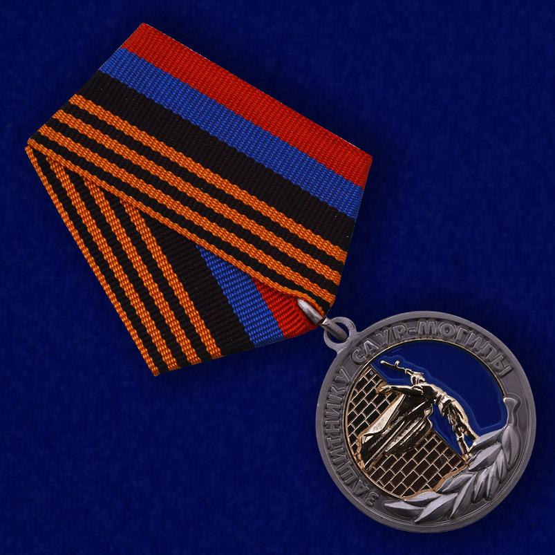 """Медаль """"Защитнику Саур-Могилы"""" ДНР - общий вид"""