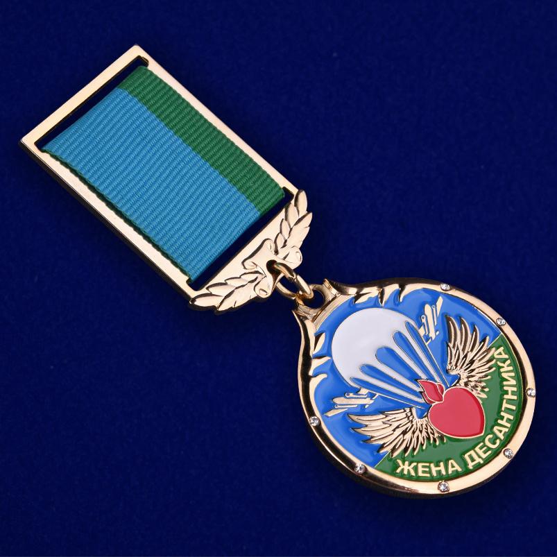 """Медаль """"Жена десантника"""" в футляре из темно бордового флока - купить в подарок"""