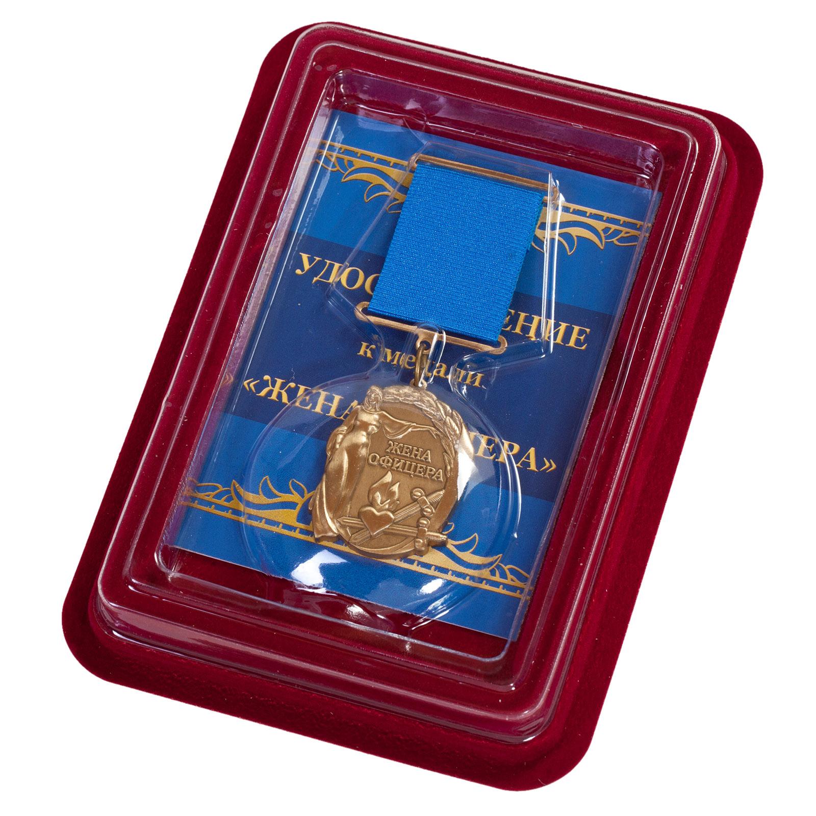 """Медаль """"Жена офицера"""" в футляре из бархатистого флока"""