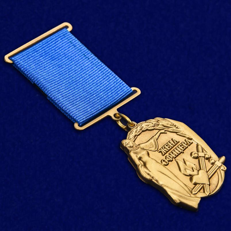 """Медаль """"Жена офицера"""" в футляре из бархатистого флока - общий вид"""