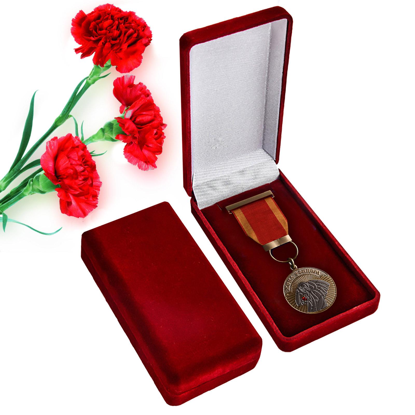 Купить медаль Жена офицера в бархатистом футляре по экономичной цене