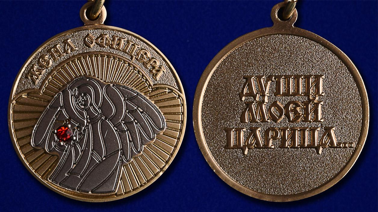 """Медаль """"Жена офицера"""" в футляре из флока с прозрачной крышкой - аверс и реверс"""