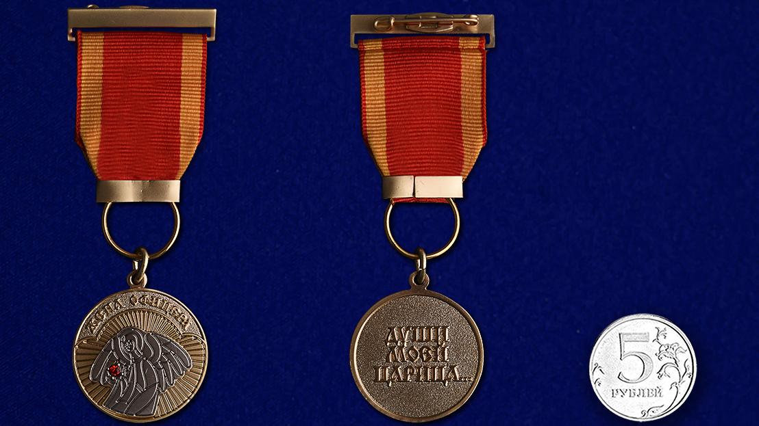 """Медаль """"Жена офицера"""" в футляре из флока с прозрачной крышкой - сравнительный вид"""