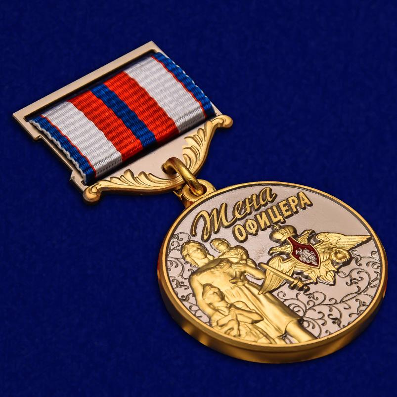 Медаль Жена офицера в футляре с удостоверением - общий вид