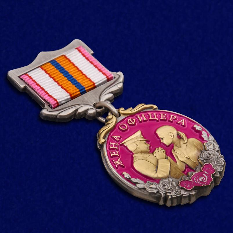 """Медаль """"Жене офицера"""" в футляре из флока с прозрачной крышкой - общий вид"""
