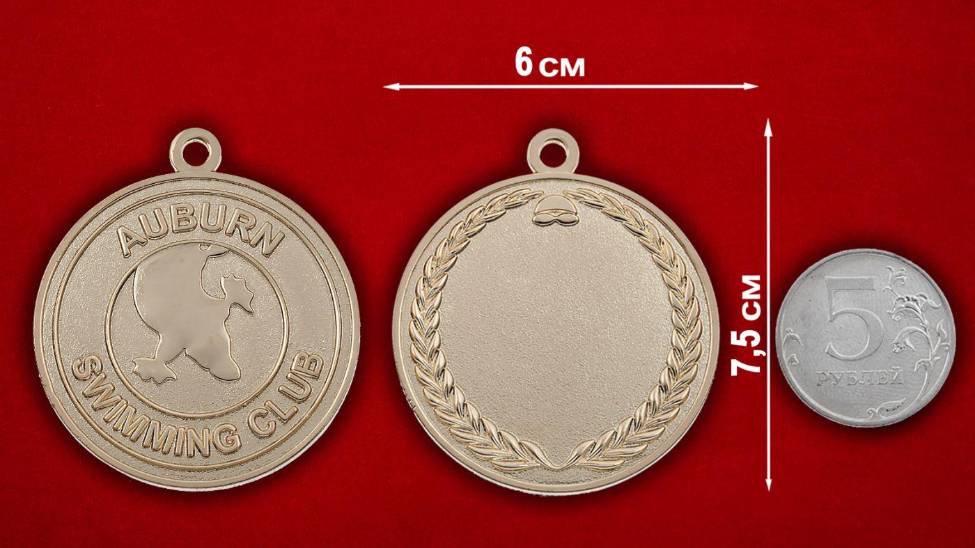 Медальон члена клуба пловцов Эйбурна, Австралия - сравнительный размер