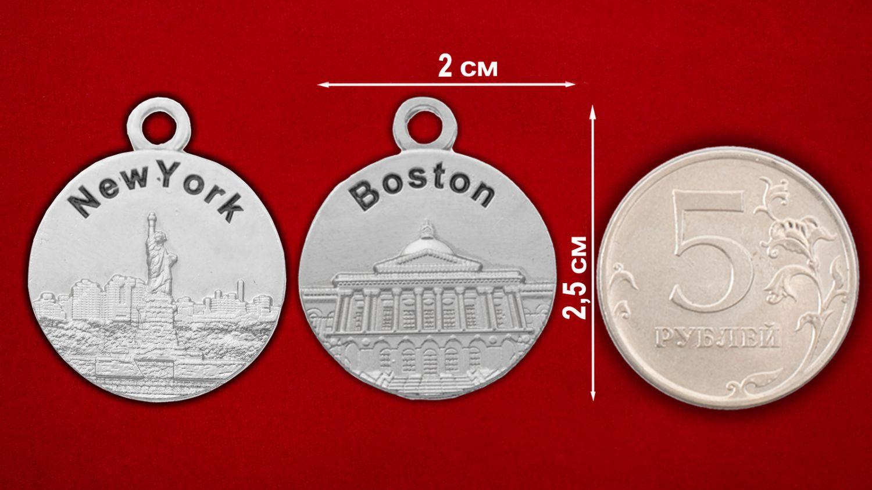 """Медальон """"Нью-Йорк - Бостон"""" - сравнительный размер"""
