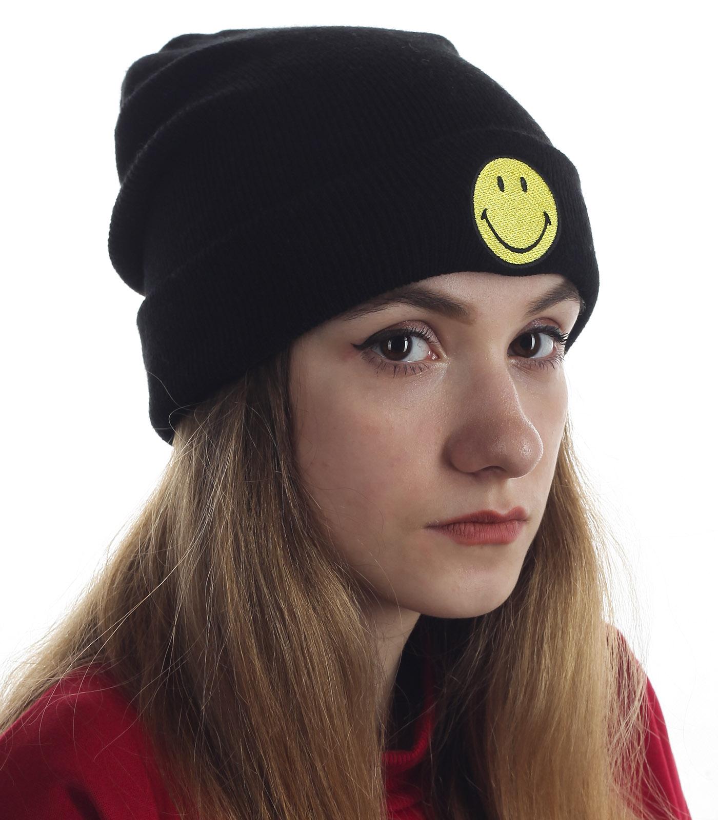 Мега-позитивная и модная женская шапочка. Модный фасон, яркий веселый смайлик. Модель что надо!