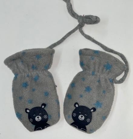 Меховые варежки для детей на веревке