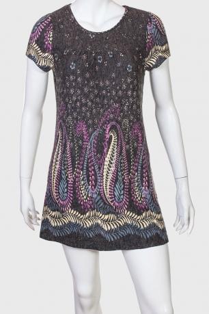 Милое платье с спокойным принтом и коротким рукавом