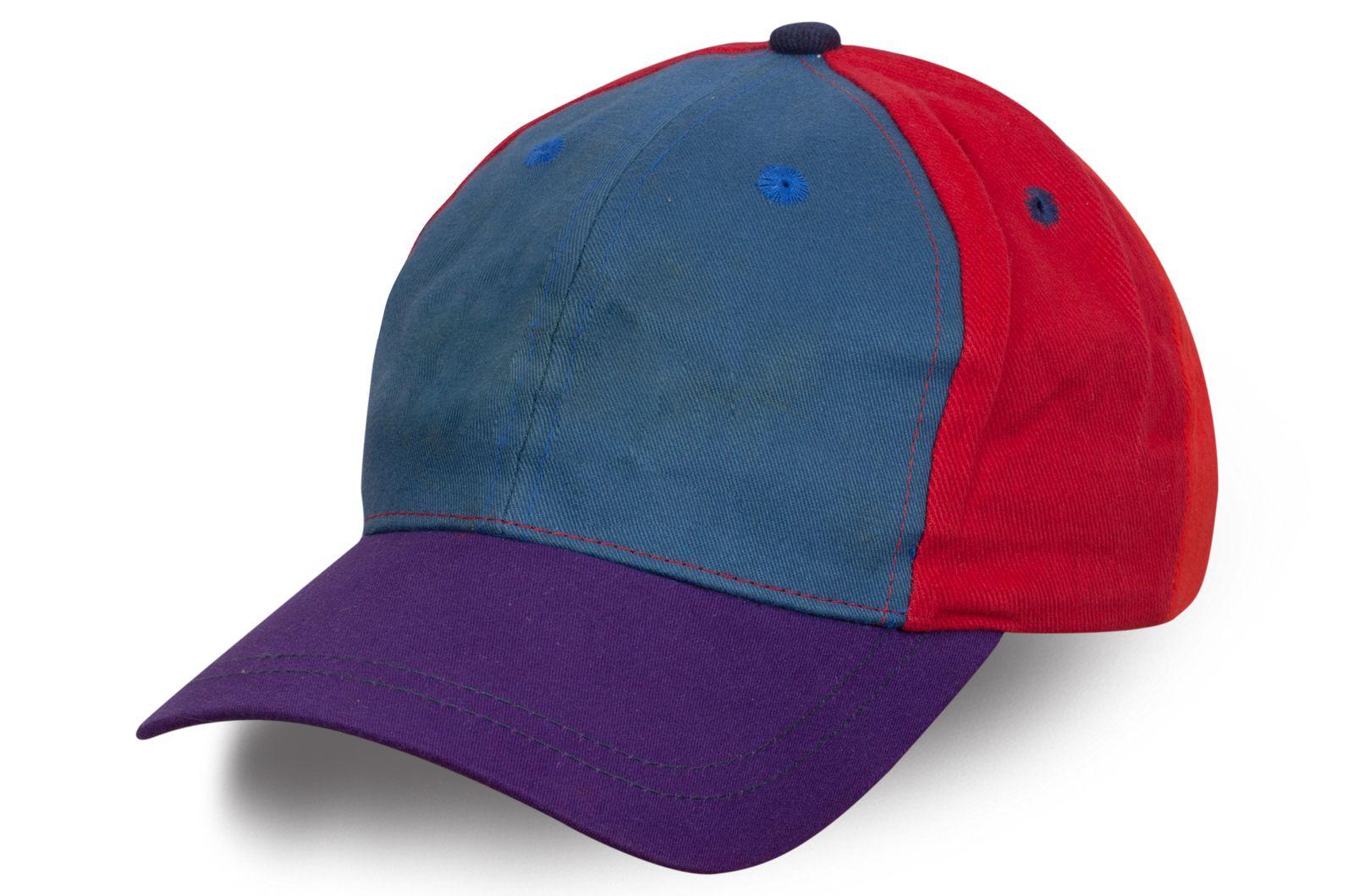 Модная бейсболка с фиолетовым козырьком