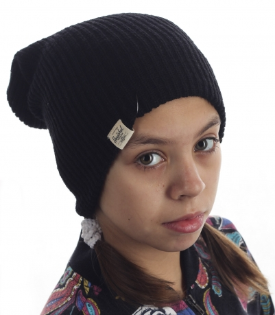 Модная детская шапка от Herschel. Брендовая модель удлиненной формы. Юные модницы оценят!