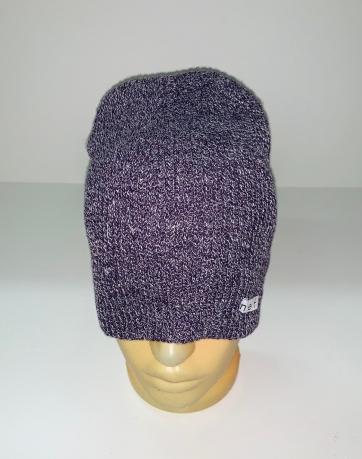 Модная фиолетовая шапка