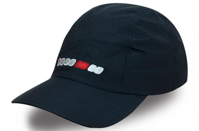 Модная кепка черного цвета