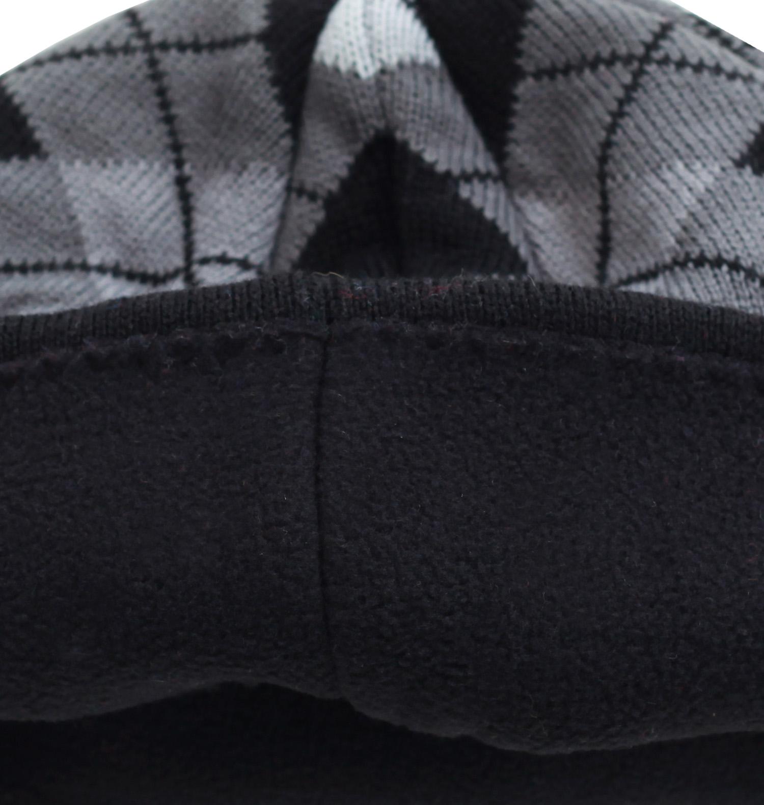 Заказать модную клетчатую мужскую шапку на флисовой основе по привлекательной цене