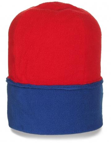 Модная красно-синяя шапка для отдыха и спорта
