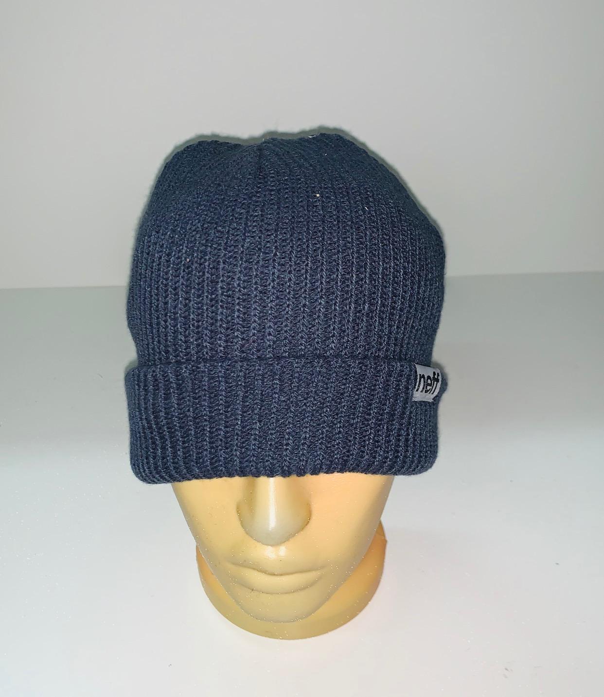 Модная серо-синяя шапка
