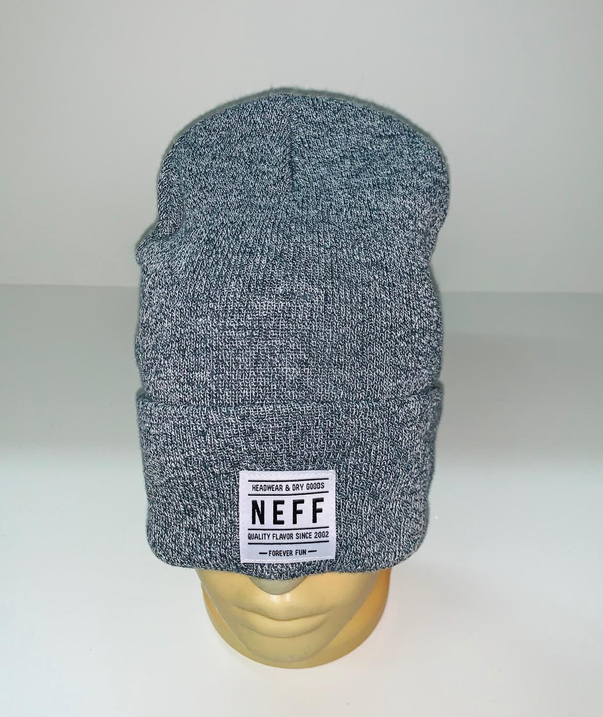 Модная шапка серого цвета