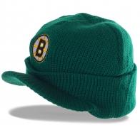 Модная трикотажная шапка с козырьком