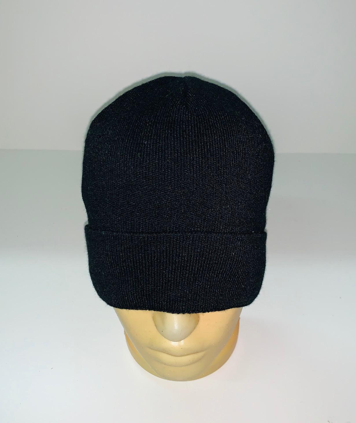 Модная угольно-черная шапка