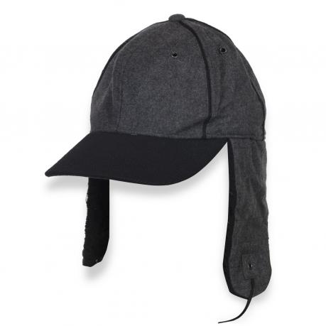 Модная утепленная кепка с ушами.