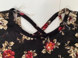 Модная женская кофточка с цветочным принтом