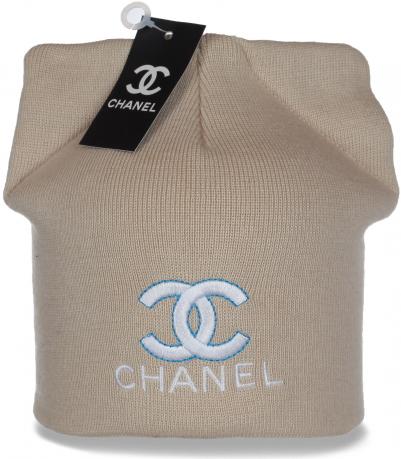 Модная женская шапка из трикотажа Chanel с импозантными ушками и дизайнерской вышивкой